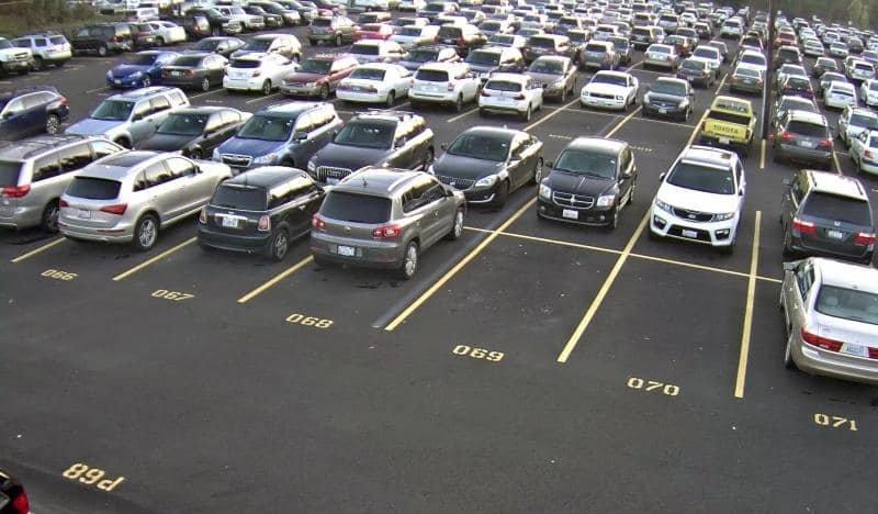 Đỗ xe ô tô head-in hay head-out mới đúng?.