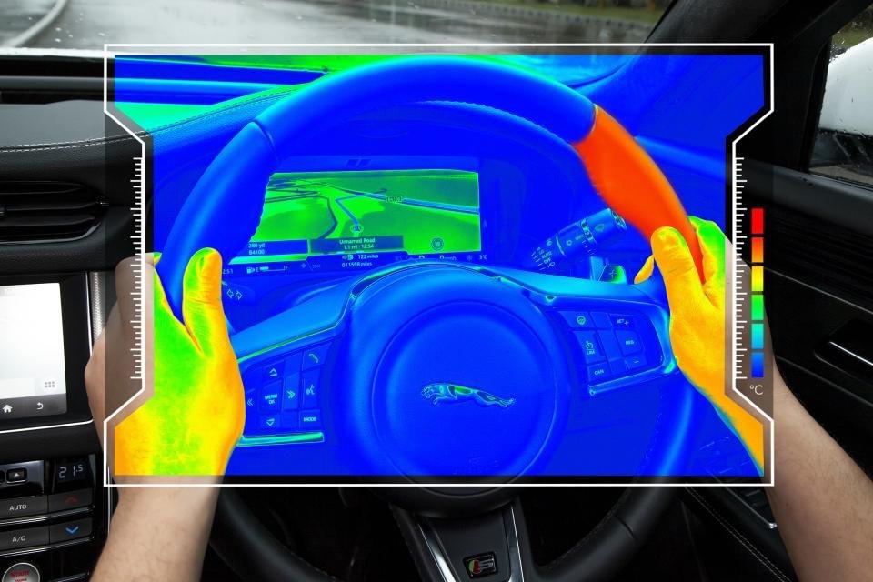 Vô-lăng cảm biến nhiệt của Jaguar Land Rover.