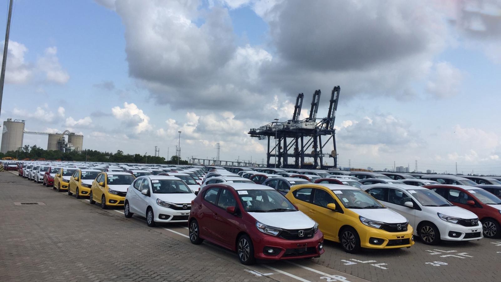 Ảnh Honda Brio cập cảng Việt Nam