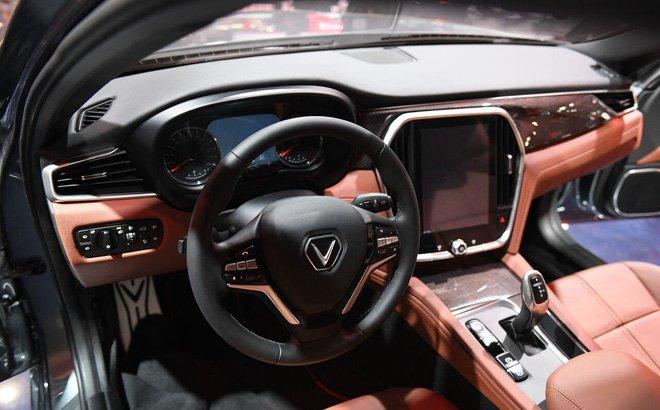 Khoang lái đầy tiện ích của mẫu xe VinFast LUX A2.0 2019
