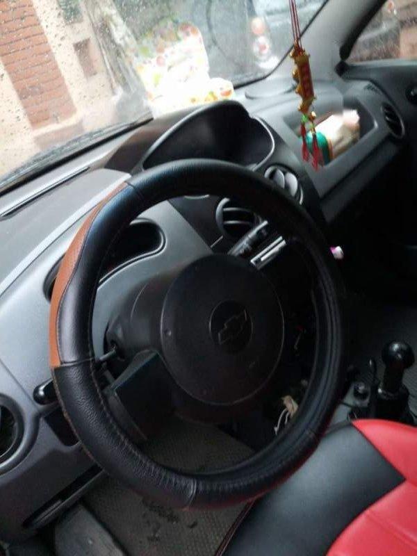 Cần bán lại xe Chevrolet Spark năm sản xuất 2011, màu đỏ-4