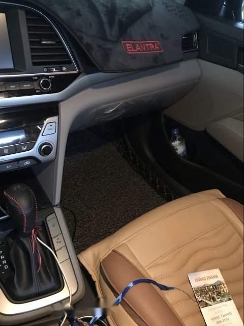 Chính chủ bán Hyundai Lantra 2.0 AT sản xuất năm 2017, màu đen-3