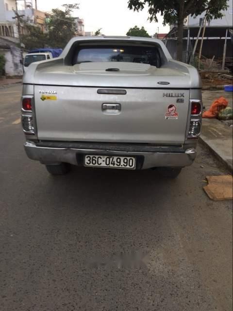 Bán Toyota Hilux năm sản xuất 2012, màu bạc, xe nhập-2
