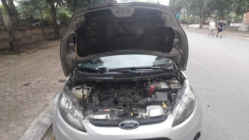 Bán xe Ford Fiesta 2012, màu bạc, 295tr (5)