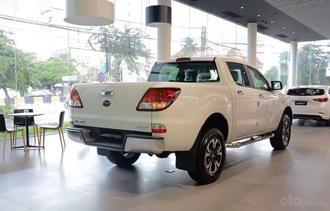 Bán Mazda BT 50 2.2L 4x2 AT đời 2019, màu trắng, nhập khẩu-1