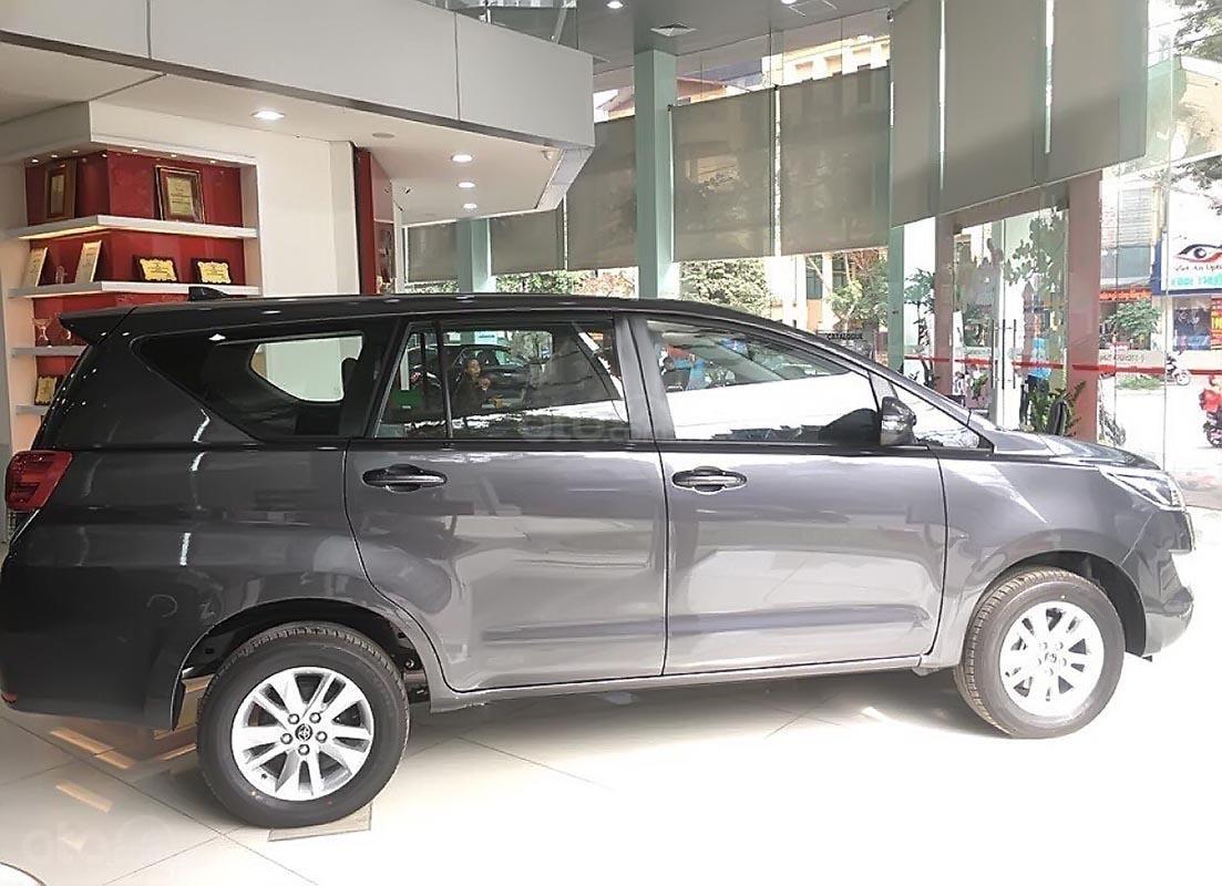 Bán ô tô Toyota Innova 2.0E năm sản xuất 2019, giá tốt-1