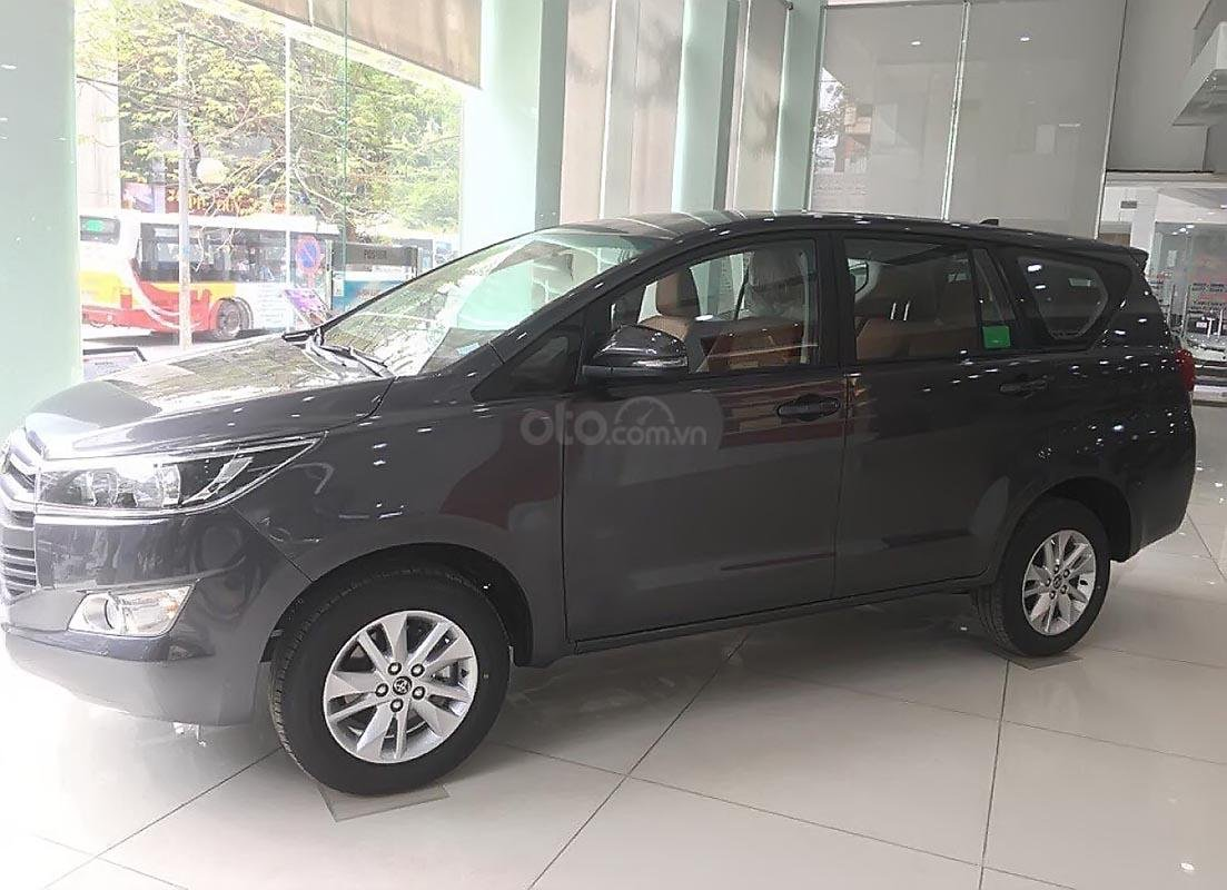 Bán ô tô Toyota Innova 2.0E năm sản xuất 2019, giá tốt-0