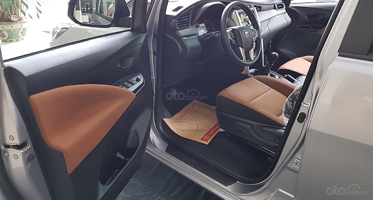 Bán ô tô Toyota Innova 2.0E năm sản xuất 2019, giá tốt-4