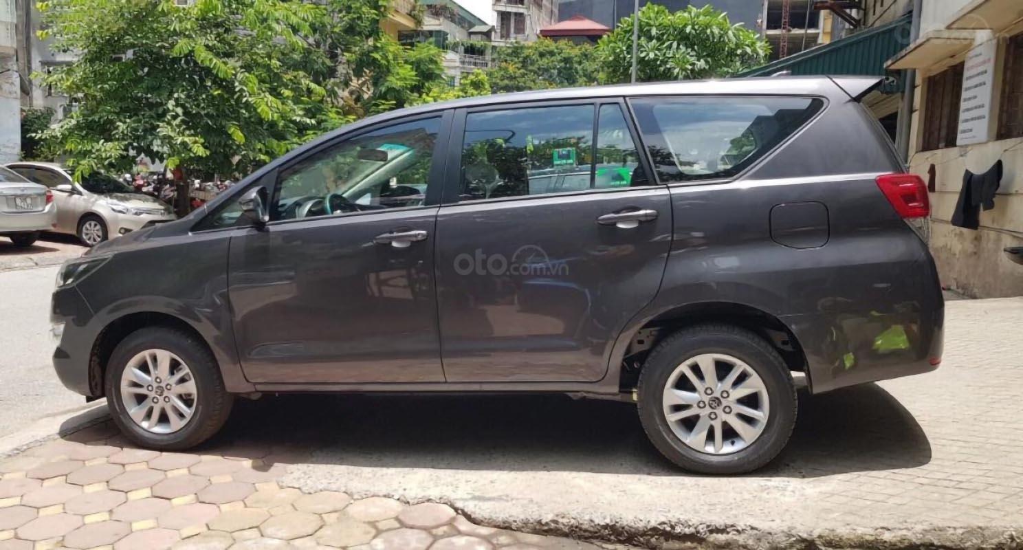 Bán ô tô Toyota Innova 2.0E năm sản xuất 2019, giá tốt-3