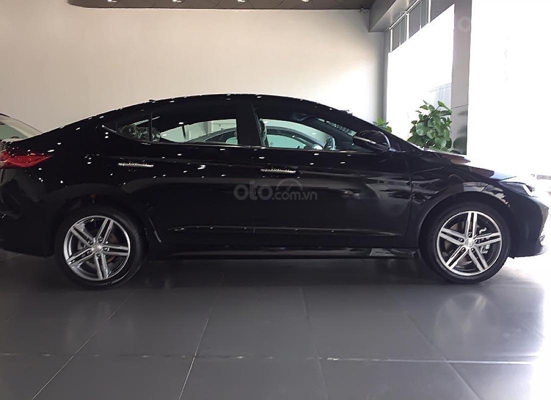 Hyundai Vinh cần bán xe Hyundai Elantra Sport 1.6 AT sản xuất 2019, màu đen-0