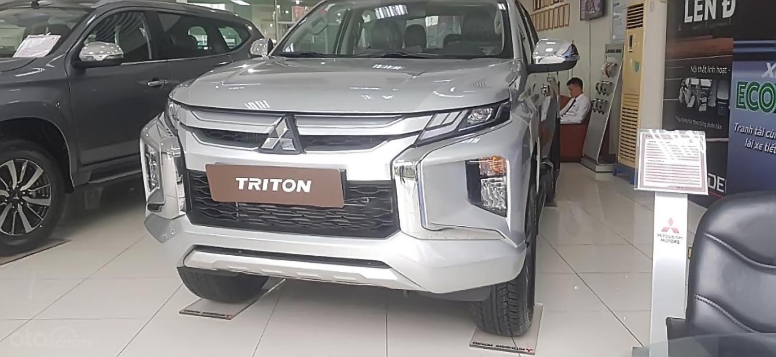 Cần bán Mitsubishi Triton 4X2 AT MIVEC sản xuất 2019, màu bạc, xe nhập giá cạnh tranh-0