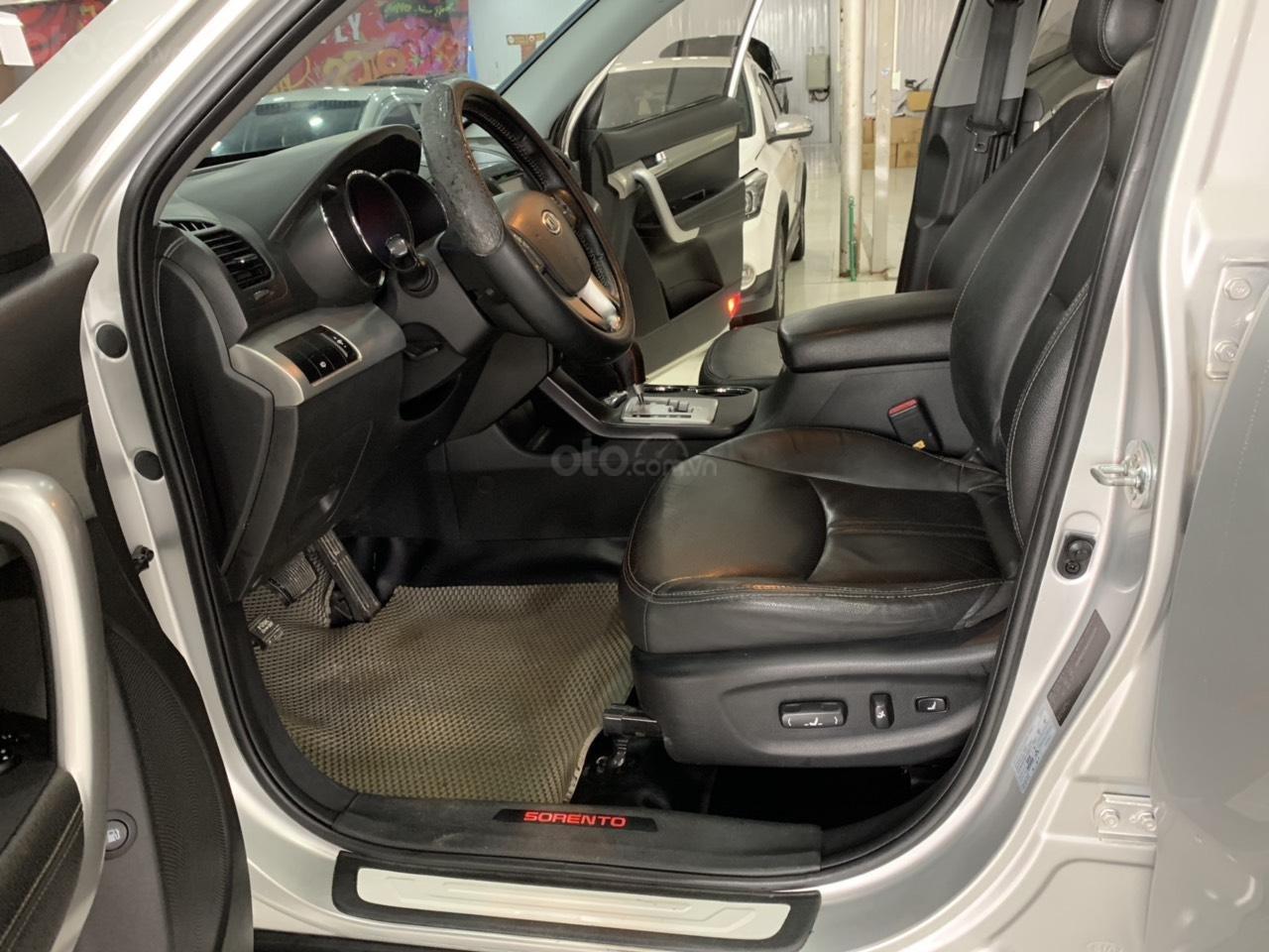 Cần bán xe Kia Sorento năm sản xuất 2010, màu bạc, nhập khẩu, giá tốt-7