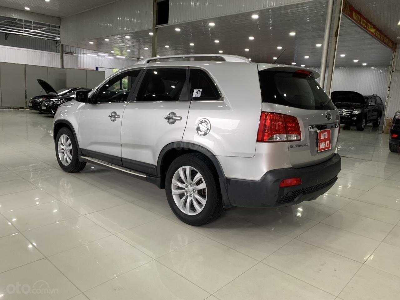 Cần bán xe Kia Sorento năm sản xuất 2010, màu bạc, nhập khẩu, giá tốt-1