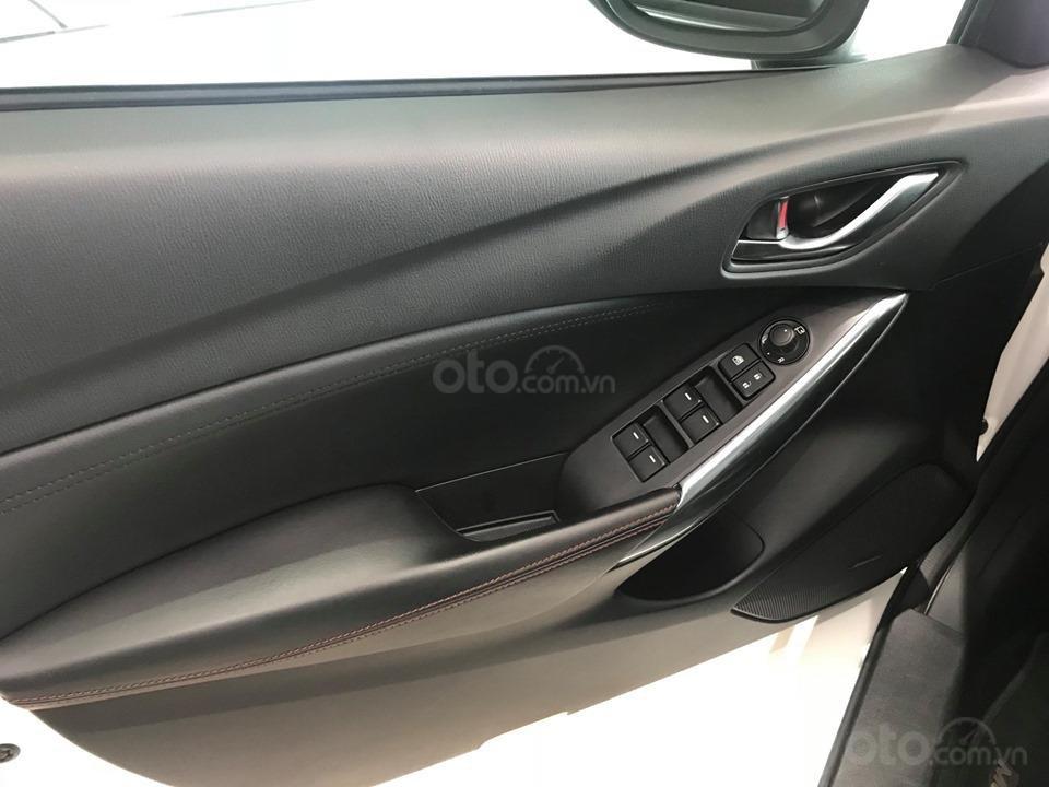 Cần bán gấp Mazda 6 LX đời 2016, màu trắng, giá 780tr-9