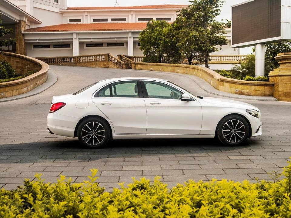 [Nha Trang] Bán xe Mercedes C200 Facelift 2019 LH 0987313837-5