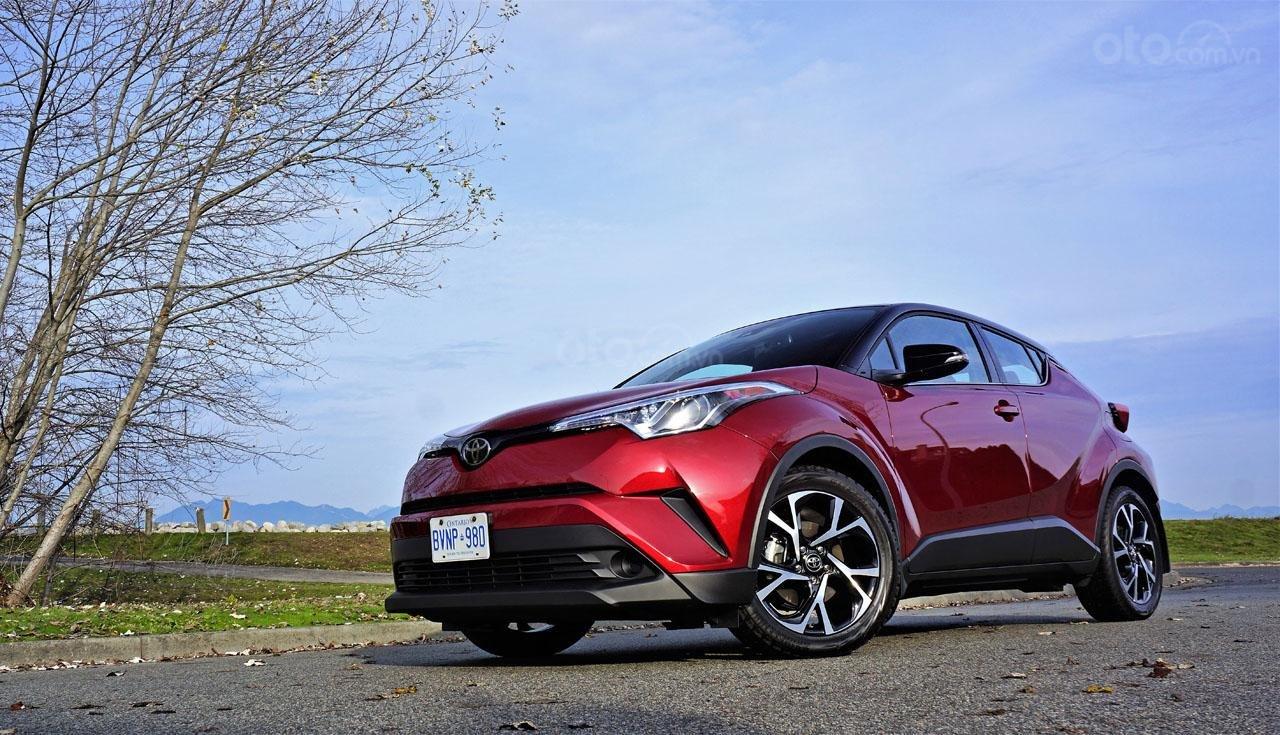 Ưu nhược điểm xe Toyota C-HR 2019: Thể thao bắt mắt, an toàn chắc chắn