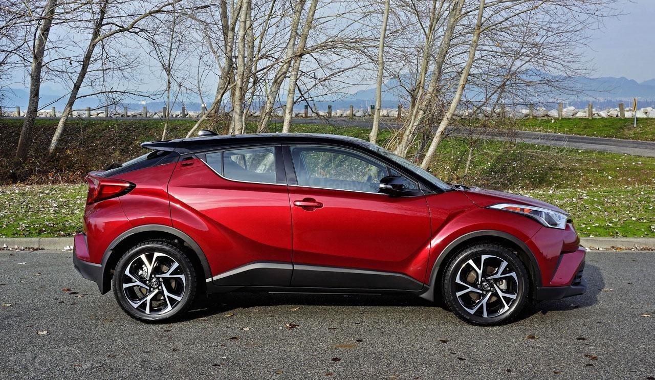 Ưu nhược điểm xe Toyota C-HR 2019: Quyến rũ từng li