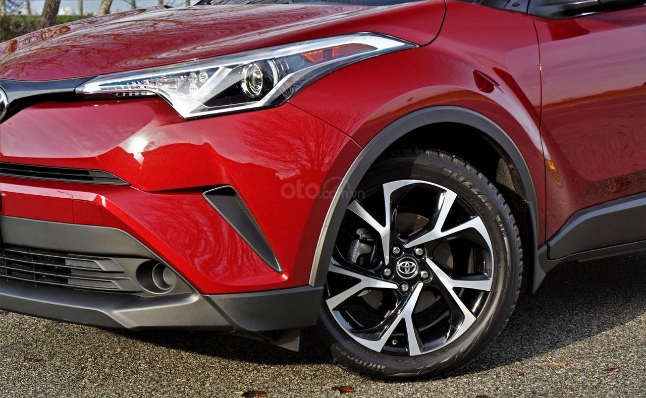 Ưu nhược điểm xe Toyota C-HR 2019: Góc cạnh