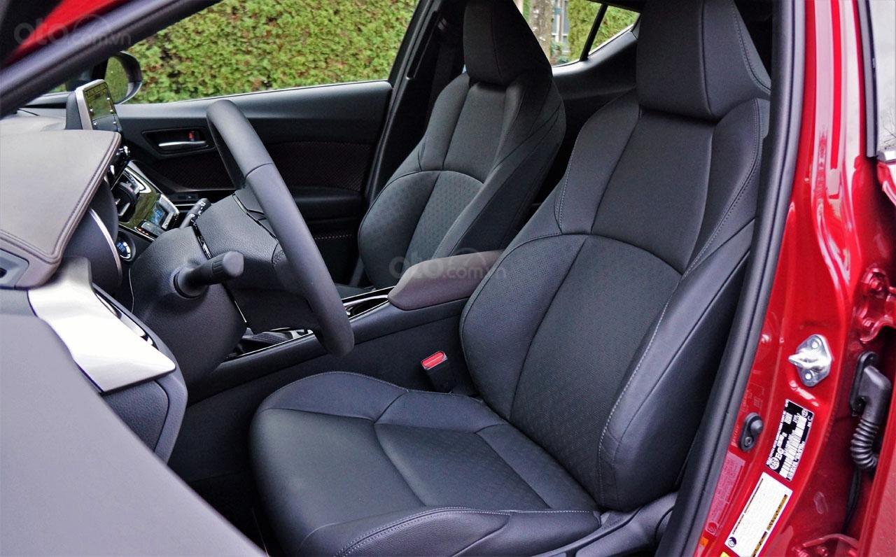Ưu nhược điểm xe Toyota C-HR 2019: Tiếng ồn ảnh hưởng đến xe