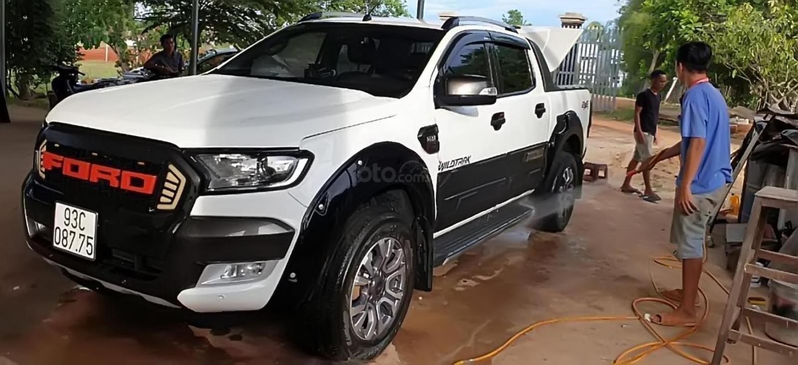 Bán Ford Ranger Wildtrak 3.2L 4x4 AT sản xuất năm 2017, màu trắng, xe nhập, 830 triệu-1