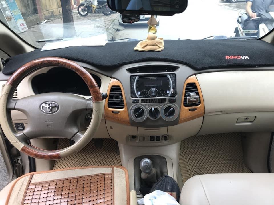 Nhà mình cần bán xe Toyota Innova 2008 số sàn màu nâu vàng (5)