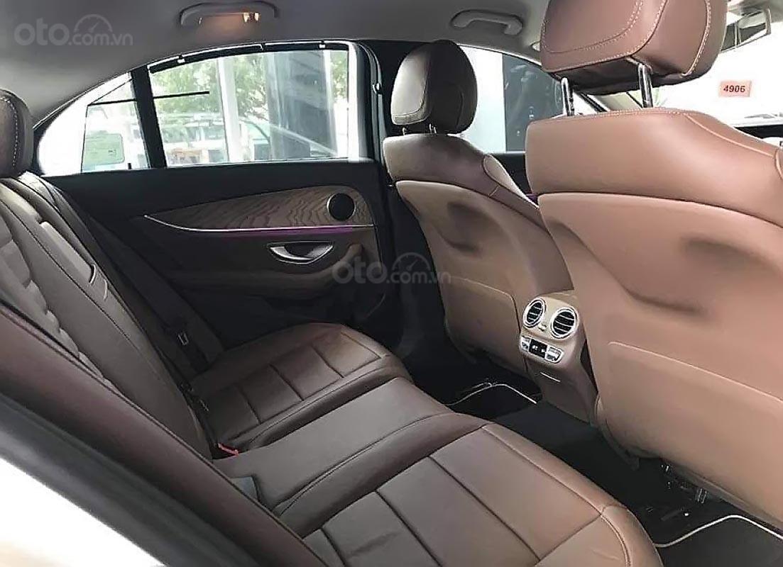 Bán Mercedes E200 năm 2019, màu xanh lam (2)