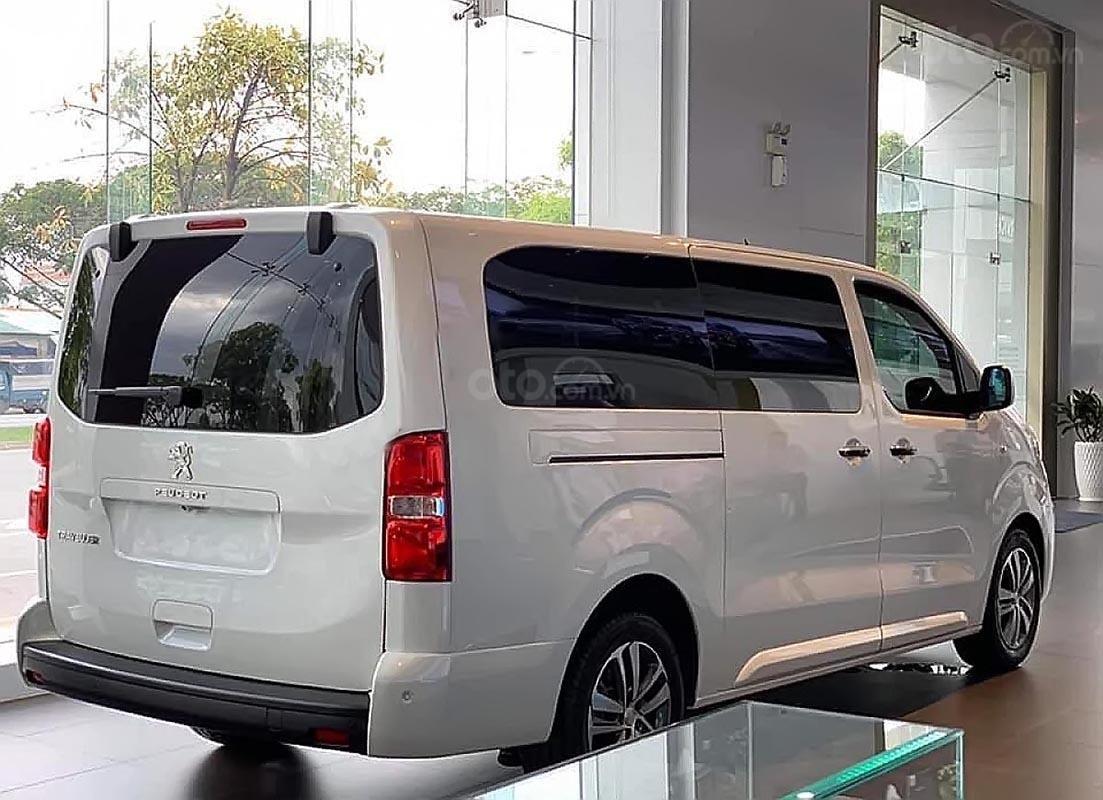 Bán ô tô Peugeot Traveller Luxury đời 2019, màu trắng (1)