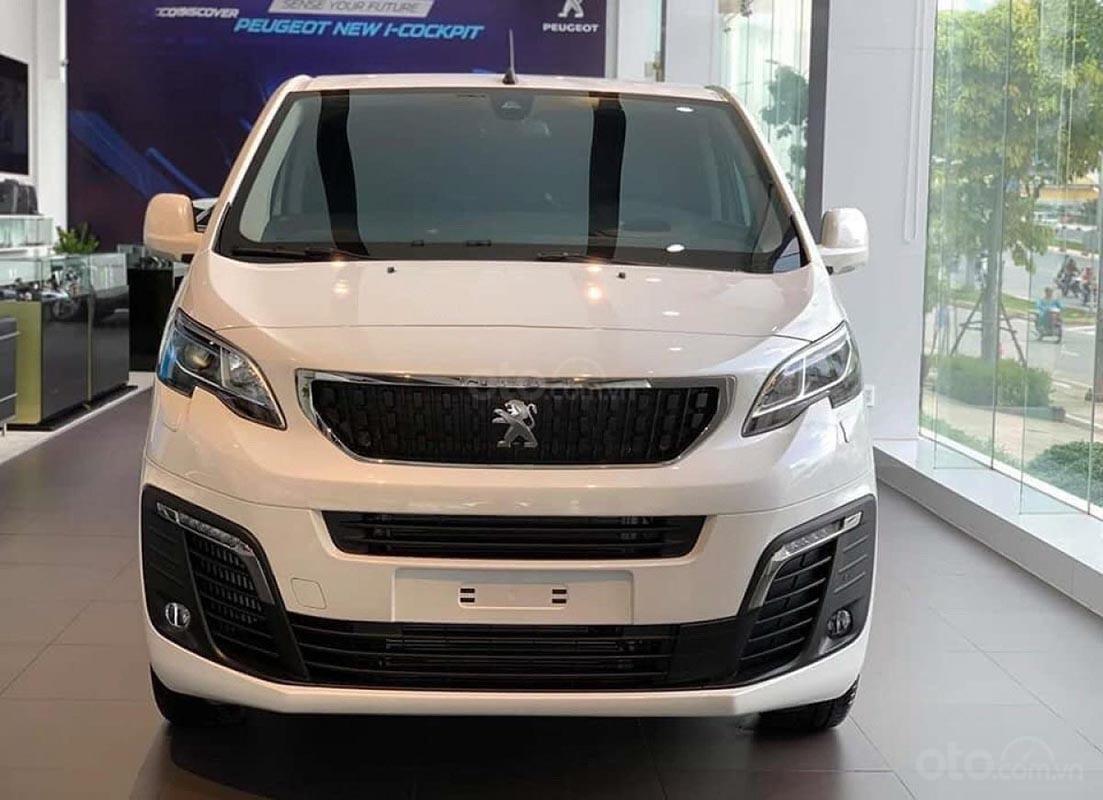 Bán ô tô Peugeot Traveller Luxury đời 2019, màu trắng (3)