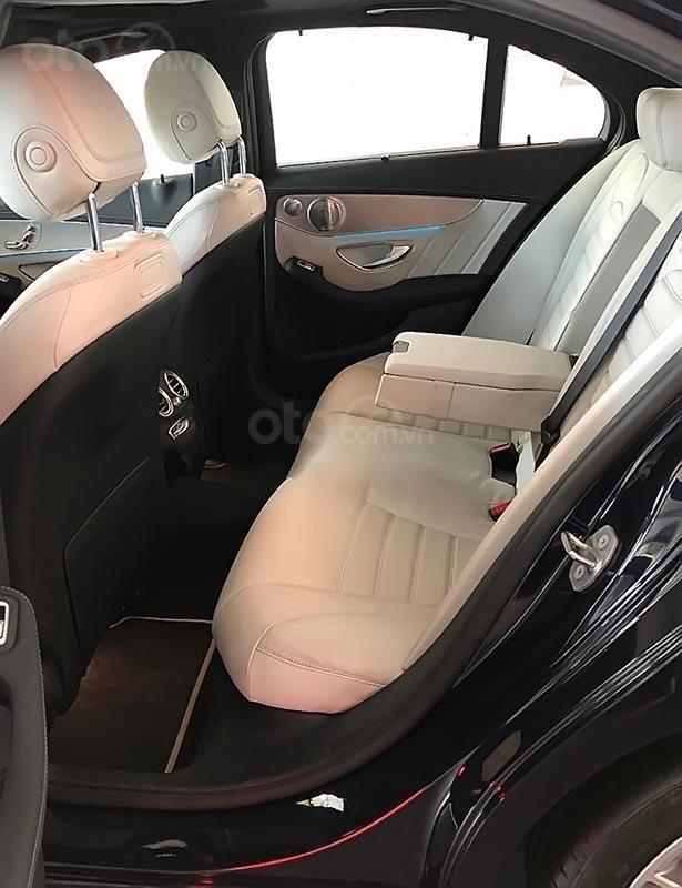 Cần bán Mercedes GLC 300 đời 2019, màu xanh lam, nhập khẩu nguyên chiếc-2