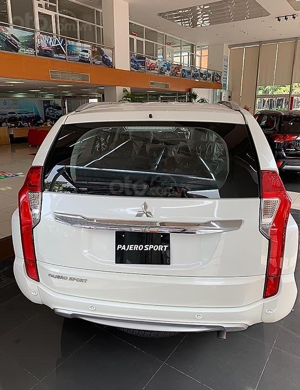 Bán xe Mitsubishi Pajero Sport 2.4D 4x2 MT đời 2019, màu trắng, nhập khẩu nguyên chiếc, giá chỉ 980 triệu (3)