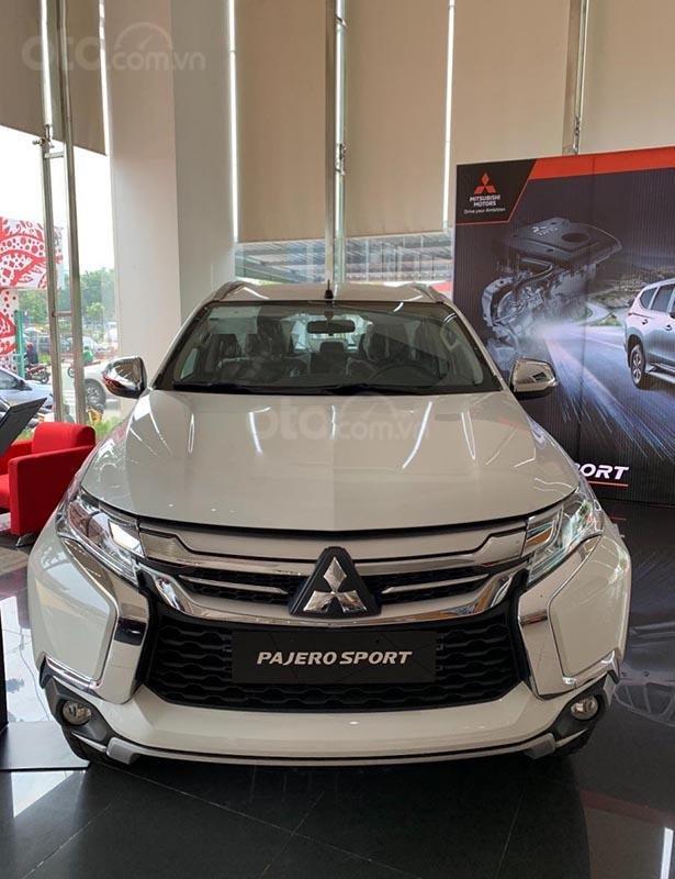 Bán xe Mitsubishi Pajero Sport 2.4D 4x2 MT đời 2019, màu trắng, nhập khẩu nguyên chiếc, giá chỉ 980 triệu (1)