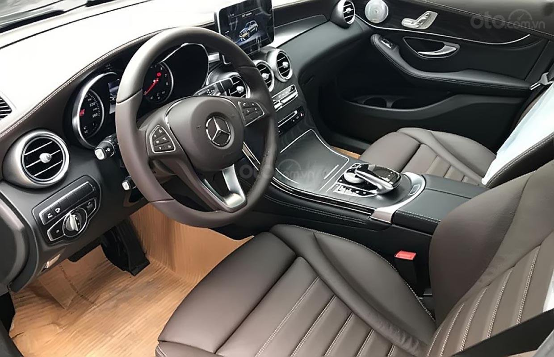 Cần bán xe Mercedes GLC 300 năm 2019, màu đen (4)