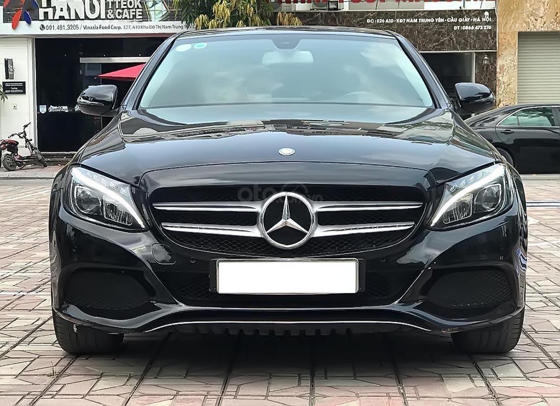Cần bán Mercedes C200 năm sản xuất 2016, màu đen (1)