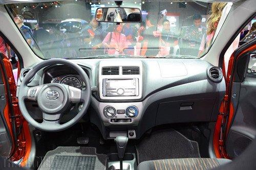Khoang nội thất Toyota Wigo 2019 ...