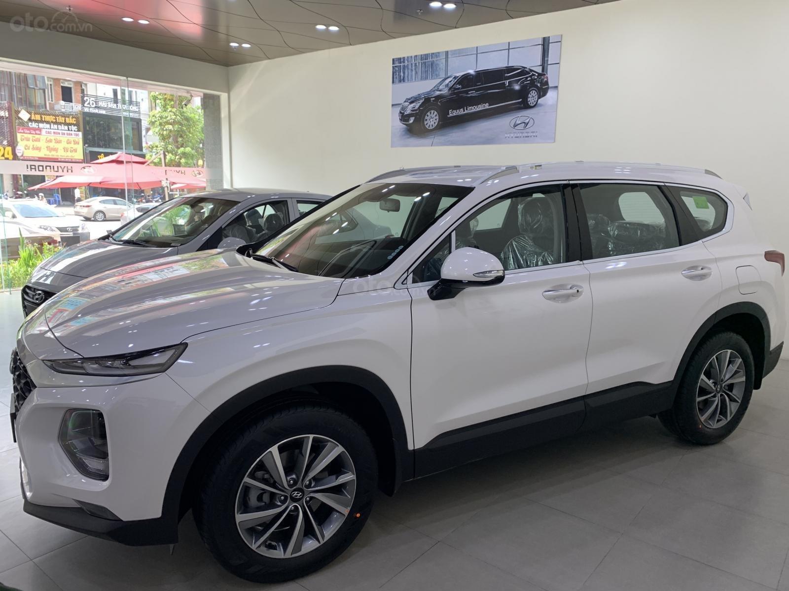 Bán xe Hyundai Santa Fe đời 2019, hỗ trợ mua trả góp lên tới 85% giá trị xe, có xe giao ngay. LH ngay 086.24.42.688 (2)