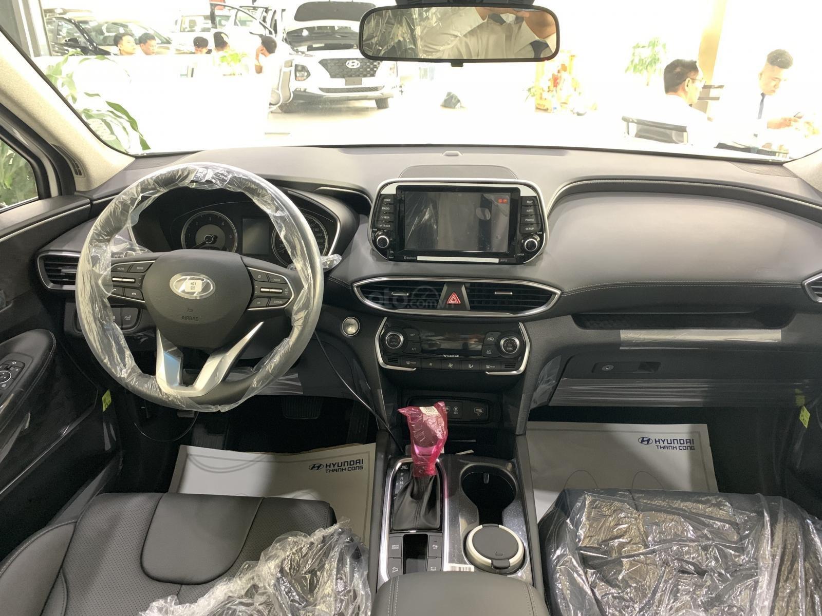 Bán xe Hyundai Santa Fe đời 2019, hỗ trợ mua trả góp lên tới 85% giá trị xe, có xe giao ngay. LH ngay 086.24.42.688 (5)