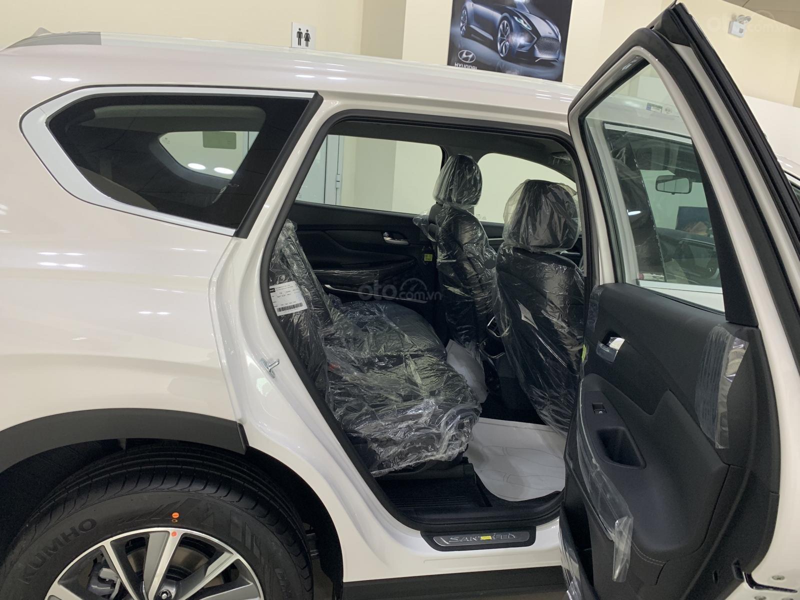 Bán xe Hyundai Santa Fe đời 2019, hỗ trợ mua trả góp lên tới 85% giá trị xe, có xe giao ngay. LH ngay 086.24.42.688 (6)