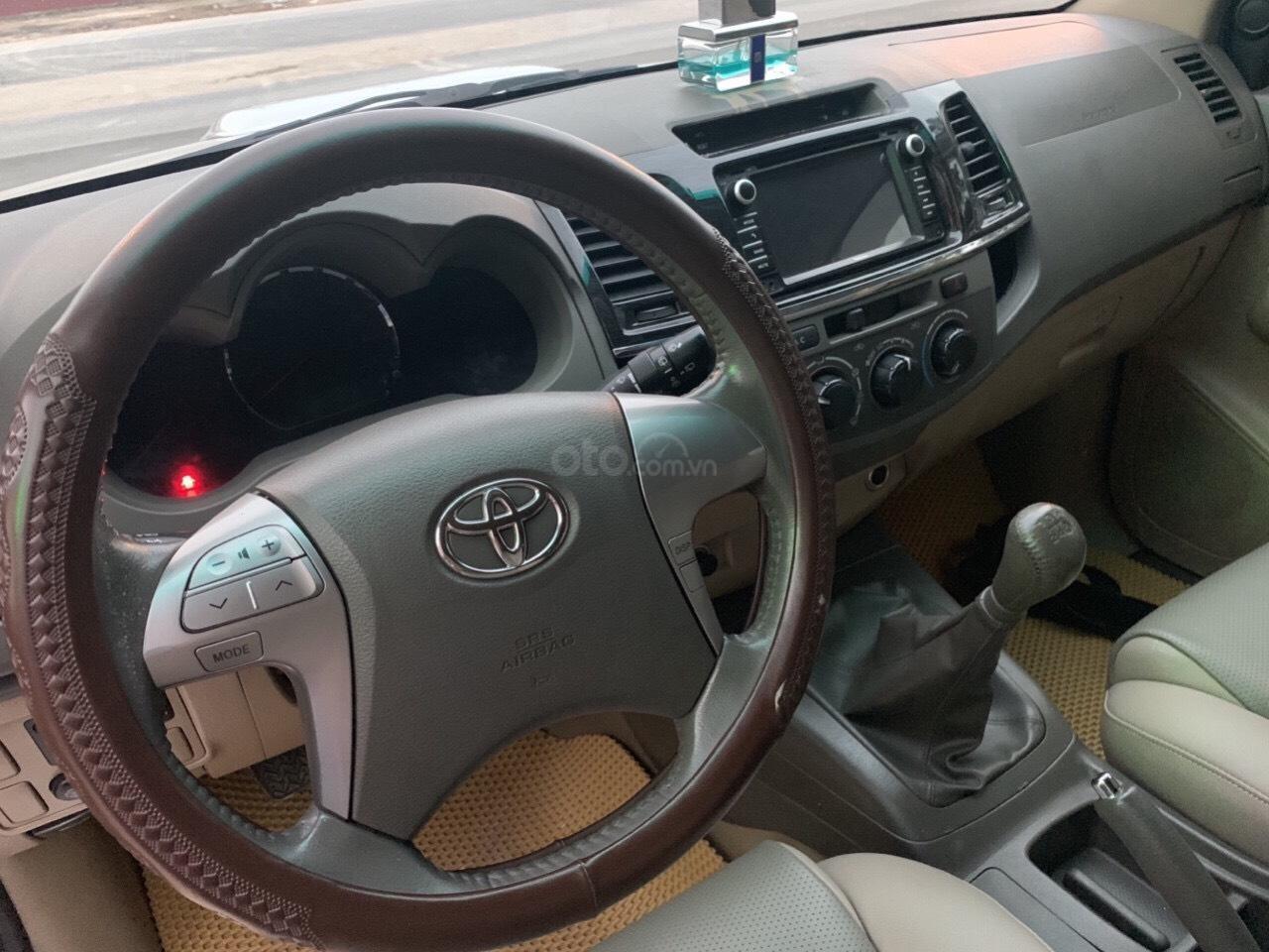 Bán Toyota Fortuner năm sản xuất 2013, màu bạc (8)
