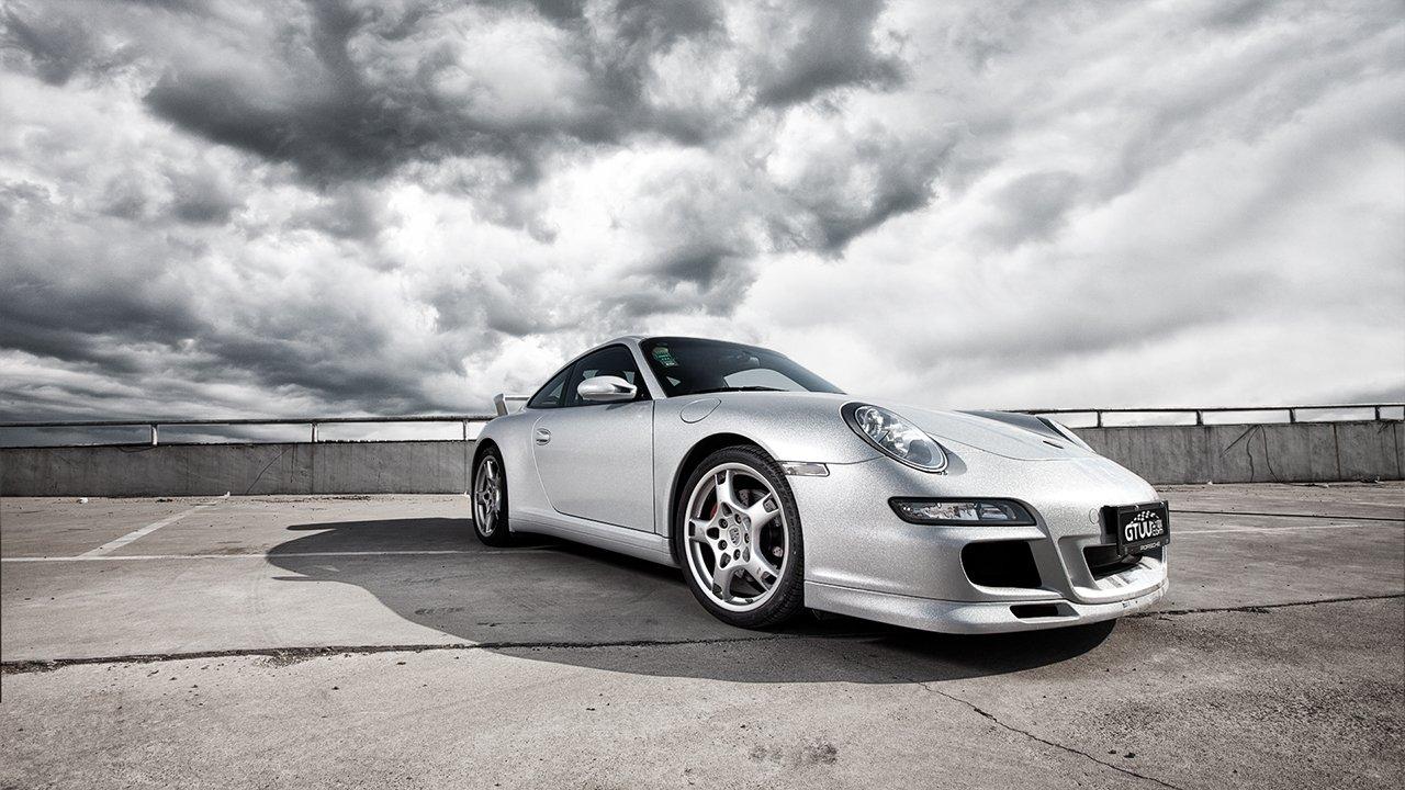Người đẹp và siêu xe thể thao Porsche 911 Carrera 4S a8