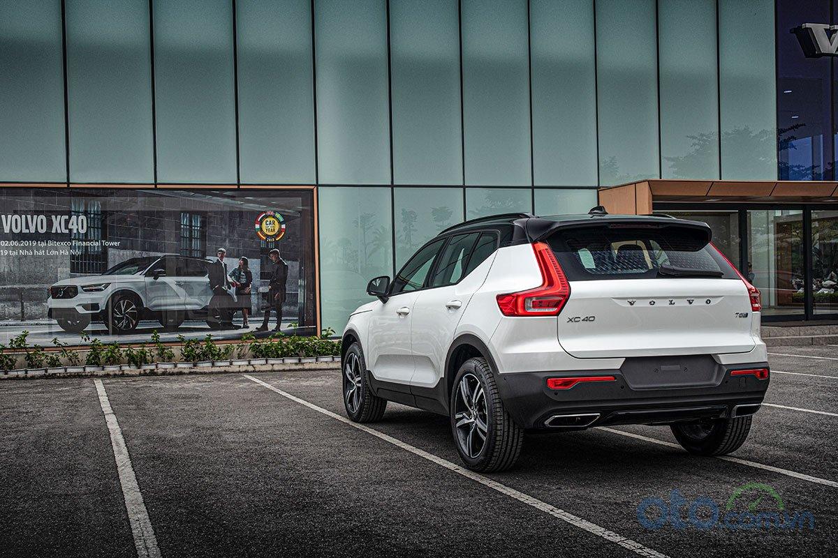 Đuôi xe của Volvo XC40 2019 thể hiện sự đơn giản tinh tế.