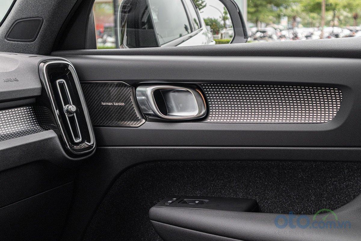 Dàn âm thanh Harman Kardon 13 loa trên Volvo XC40 2019.