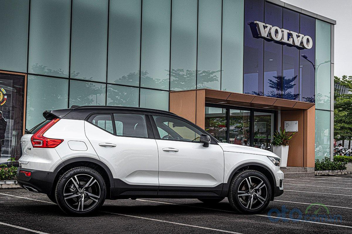 Thiết kế thân xeVolvo XC40 2019 thể hiện sự năng động và trẻ trung.