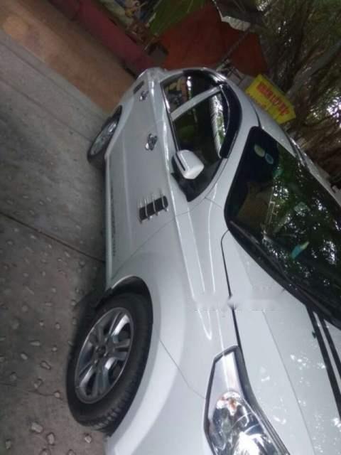 Bán xe Chevrolet Aveo năm 2017, màu trắng như mới-3