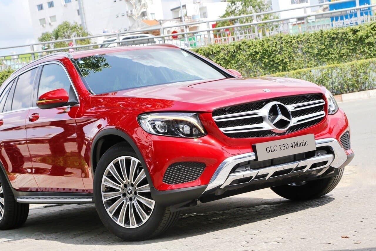[Đón xuân 2020] xe Mercedes GLC 250 2019 mới, màu đỏ, vay trả góp 80% giá trị xe, LS 0.77%/tháng cố định 36 tháng (1)