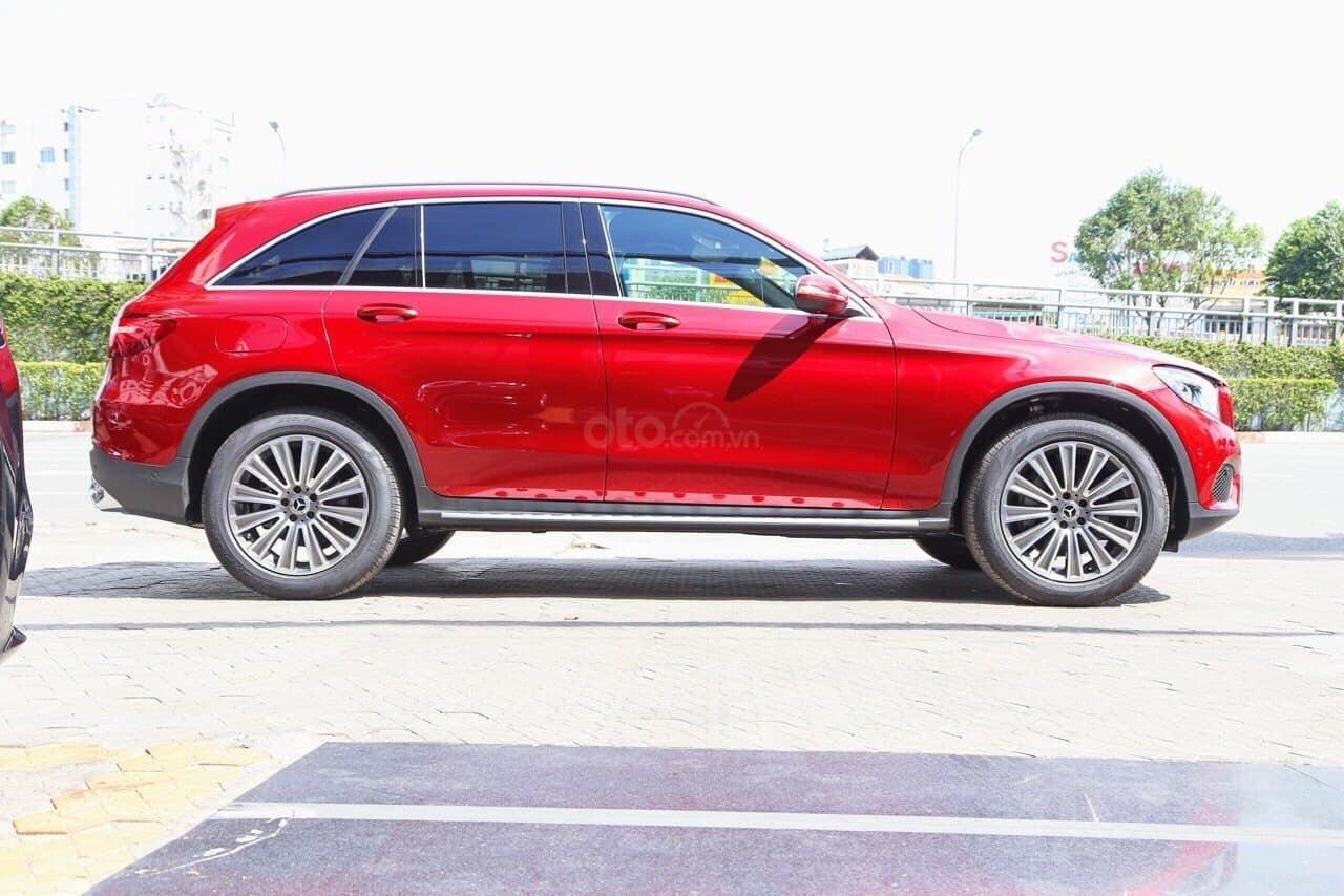 [Đón xuân 2020] xe Mercedes GLC 250 2019 mới, màu đỏ, vay trả góp 80% giá trị xe, LS 0.77%/tháng cố định 36 tháng (2)