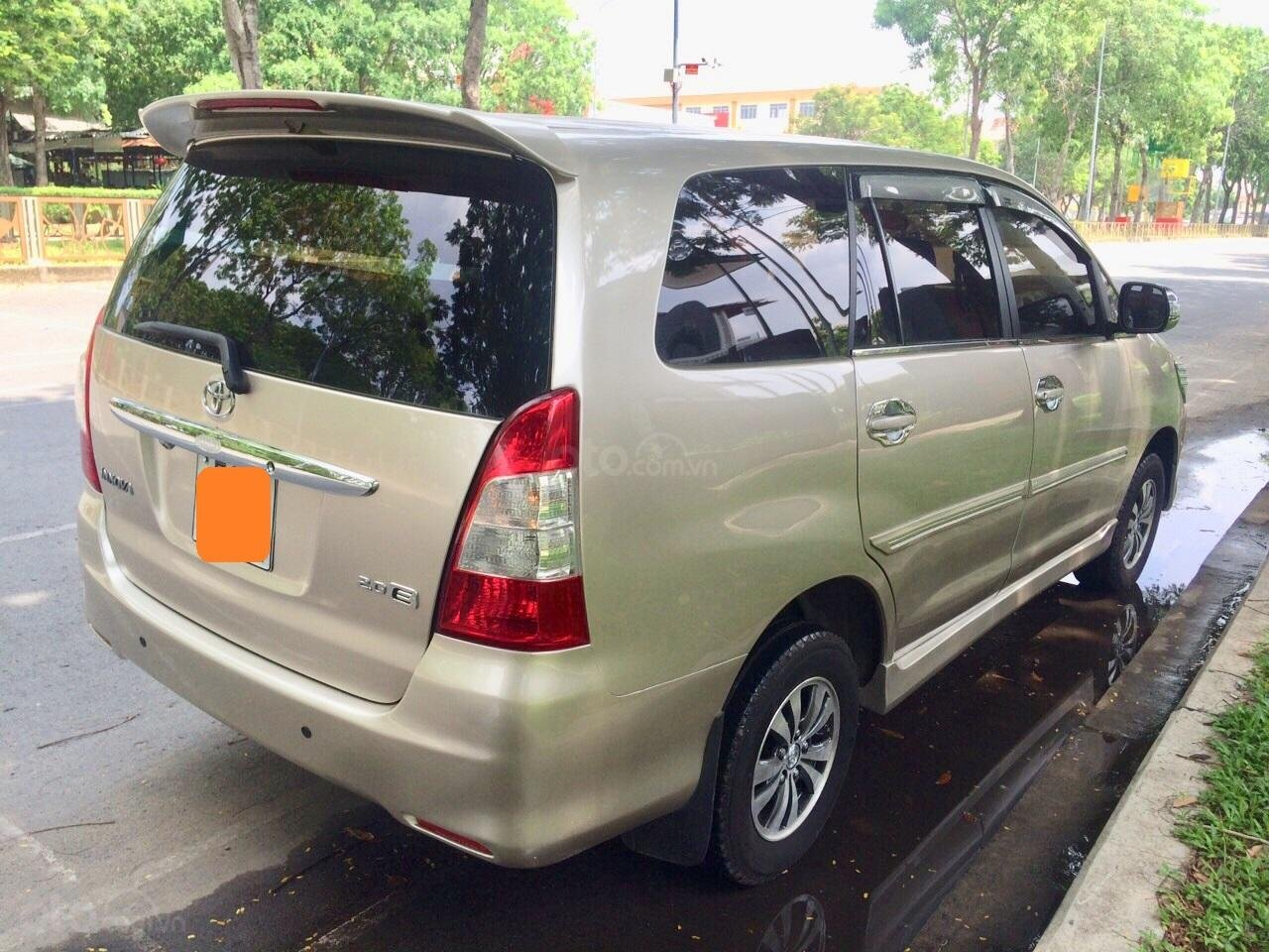 Cần bán Toyota Innova 2012, xe gia đình sử dụng còn Zin 90%-1