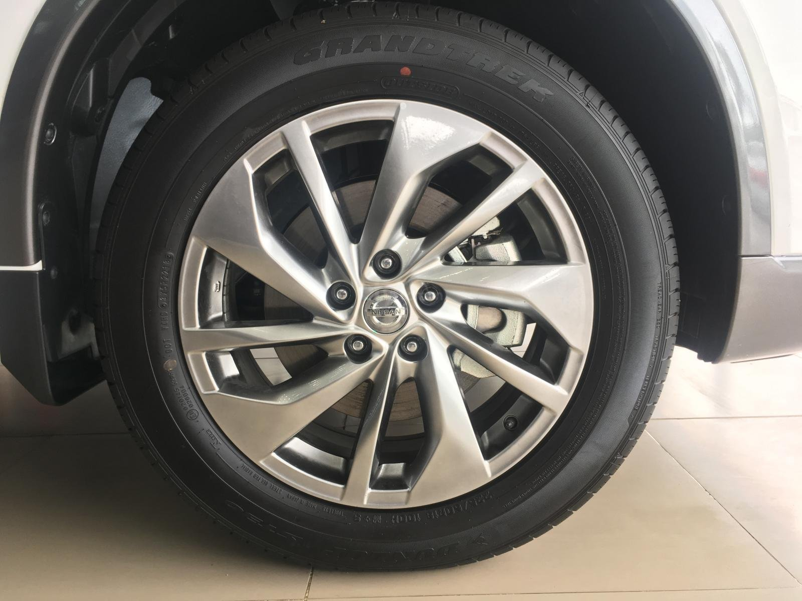 Bán ô tô Nissan X trail 2.0 Luxury 2019, màu trắng giá tốt nhất-1
