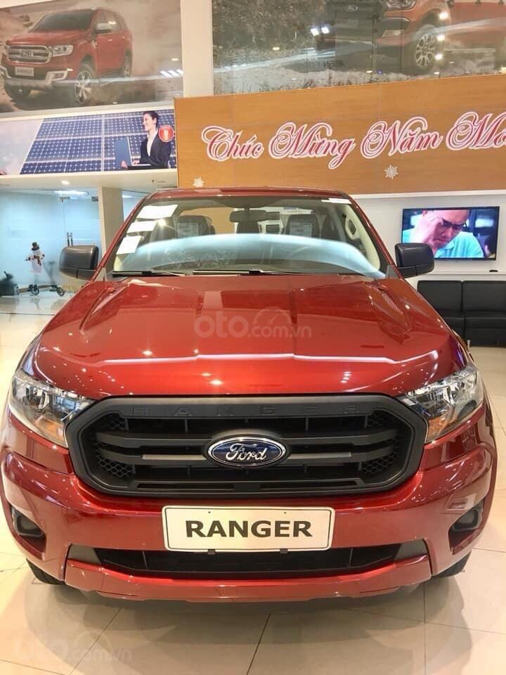 Bán ô tô Ford Ranger XL 4x4 MT 2019, màu đỏ, nhập khẩu nguyên chiếc xe mới chính hãng, giá khuyến mại cực lớn (1)