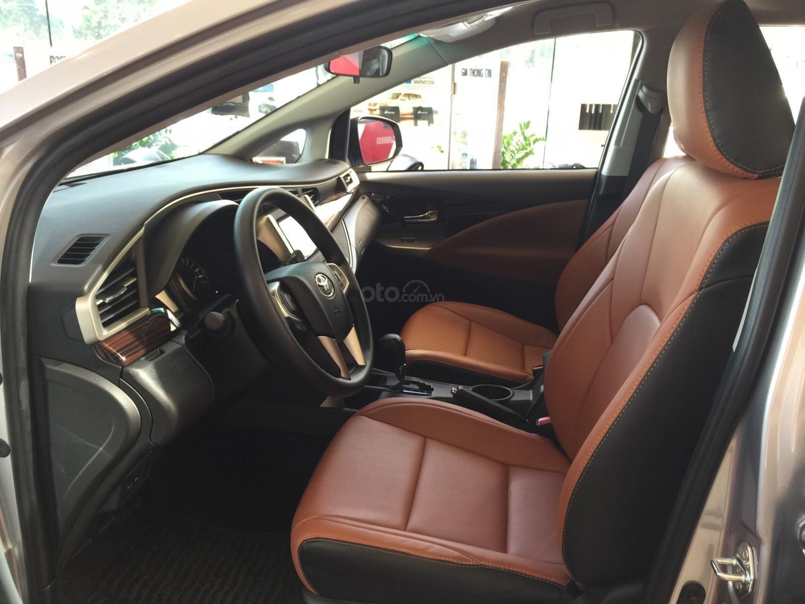 Toyota Tân Cảng bán Innova 2.0G AT 2020 mừng Tết Canh Tý bán giá cực kỳ hợp lý – xe đủ màu giao - LH 0901.92.33.99 (7)