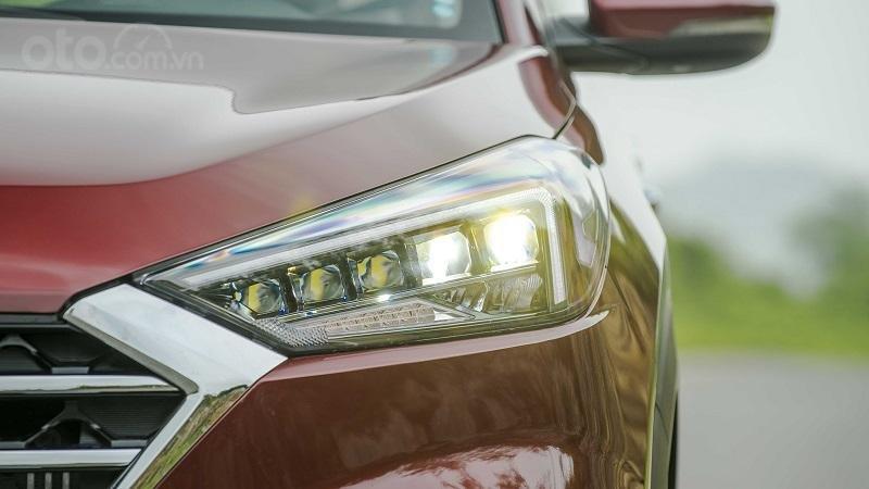 So sánh xe Hyundai Tucson 2019 và Mazda CX-5 2019 về đầu xe 7